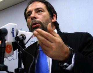 Presidente Del Senado Guido Girardi Visitó a Mapuches En Huelga De Hambre En Cárcel De Angol
