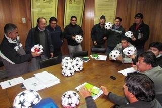 Entregan Balones a Clubes De Fútbol Rural En Villarrica