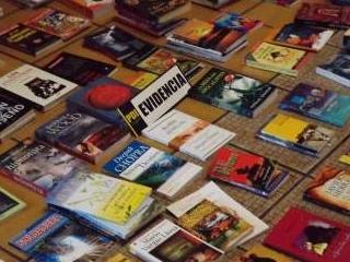 PDI Incauta 117 Libros Falsificados Avaluados En Un Millón 300 Mil Pesos En Pucón