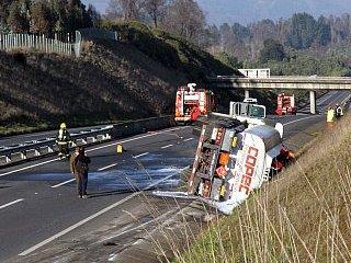 Camión Con Combustible Volcó En Baipás De Temuco Esta Mañana