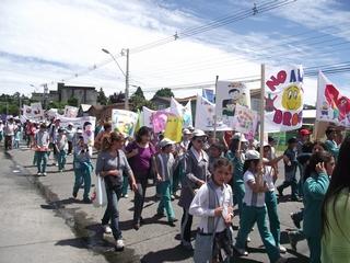 Senda Villarrica Organizó Masiva Marcha Por La Unidad Familiar