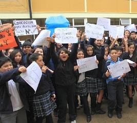 Alumnos, Profesores y Apoderados De Escuela Llaima De Temuco Protestan Por Falta De Recursos