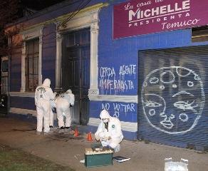 Atacan Comando De Michelle Bachelet Con Bomba Molotov y Rayados Anoche En Temuco