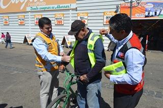 Autoridades y La Achs Entregaron Chalecos Reflectantes Para Prevenir Accidentes