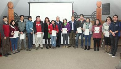 203 Jóvenes De Pucón Reciben Beca Municipal Año 2014