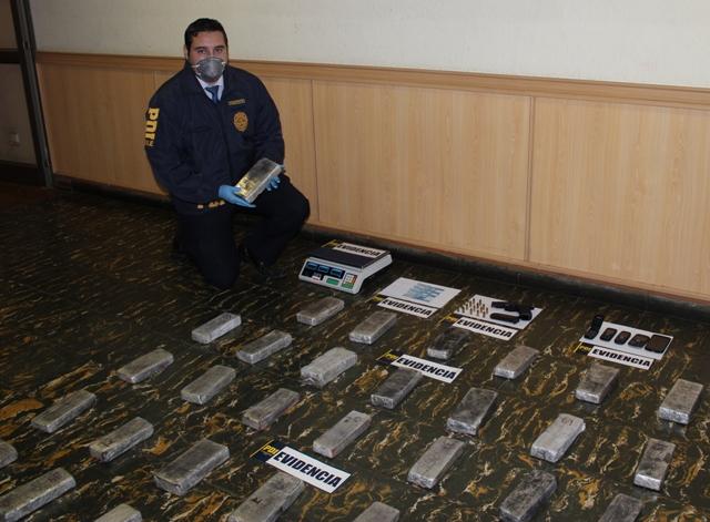 PDI Incauta 28 Kilos De Marihuana Prensada Avaluada En 140 Millones De Pesos Internada Por La Zona Cordillerana