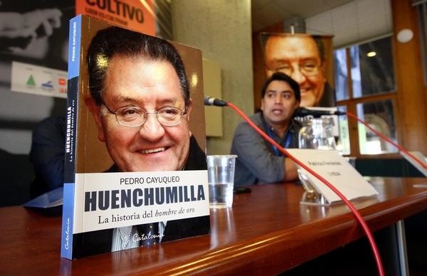 Pedro Cayuqueo Lanzó Libro Sobre Huenchumilla En Santiago