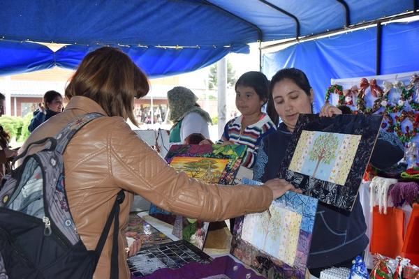 Feria Navideña Villarrica Ofrece Productos Únicos Para Regalar