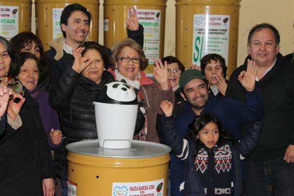 Familias Reciben Composteras Para Tratamiento De Residuos