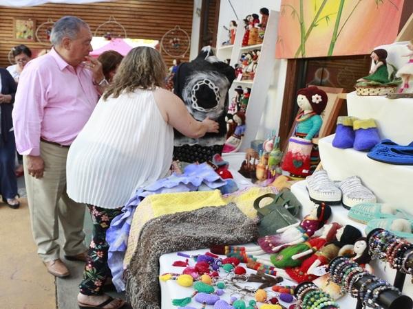 Pucón Brinda Espacio Permanente A  Agrupación Artistas De Oficio