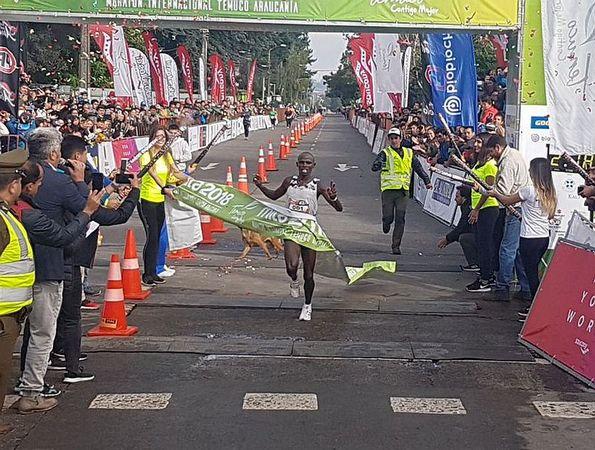 El Keniata John Gathaiya Impuso En El Maratón De Temuco