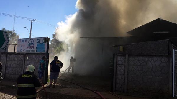Incendio destruyó un taller mecánico en Collipulli