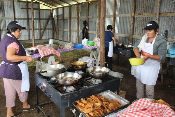Fritanga De La Caleta La Barra Espera Superar 3 Mil Platos De Pescado Frito