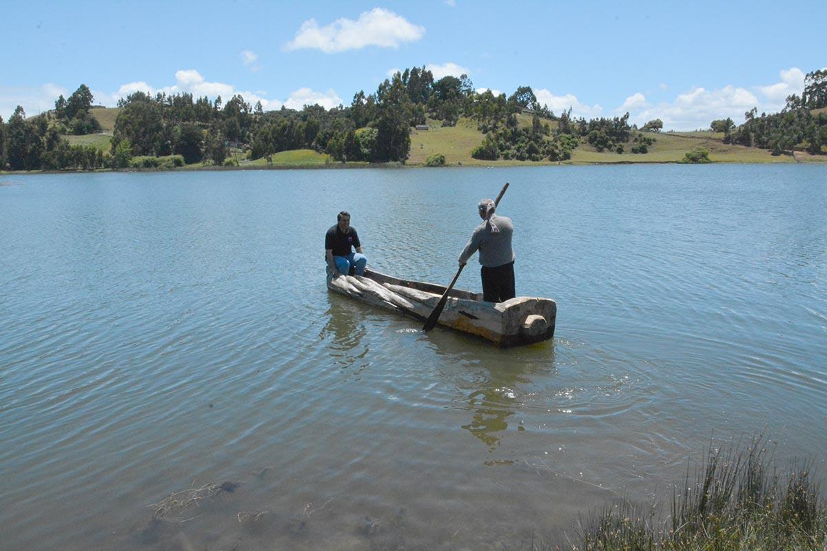 Wampo: Canoa Ancestral Mapuche Se Resiste A Morir En El Lago Budi