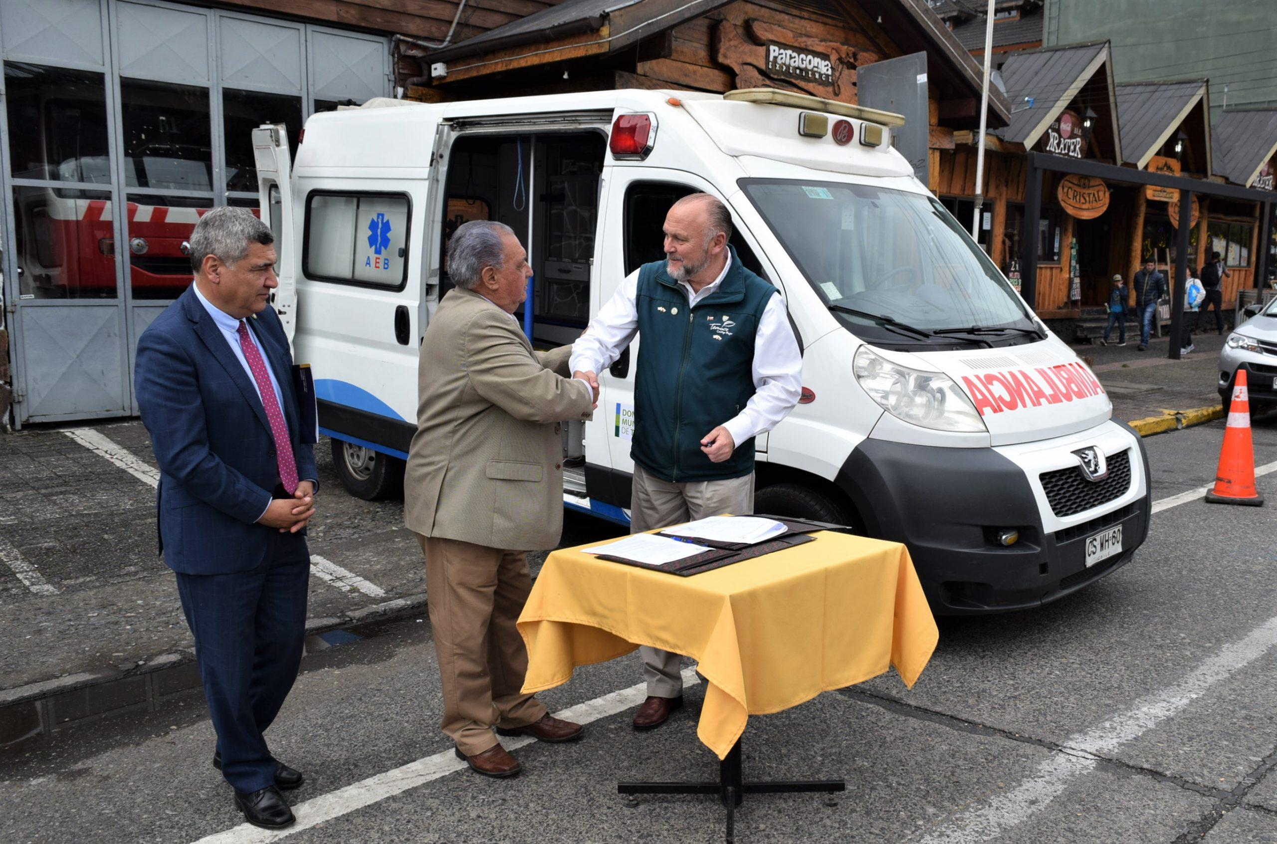 Municipio de Temuco Dona Ambulancia a Pucón y Camioneta Con Chipeadora a Loncoche