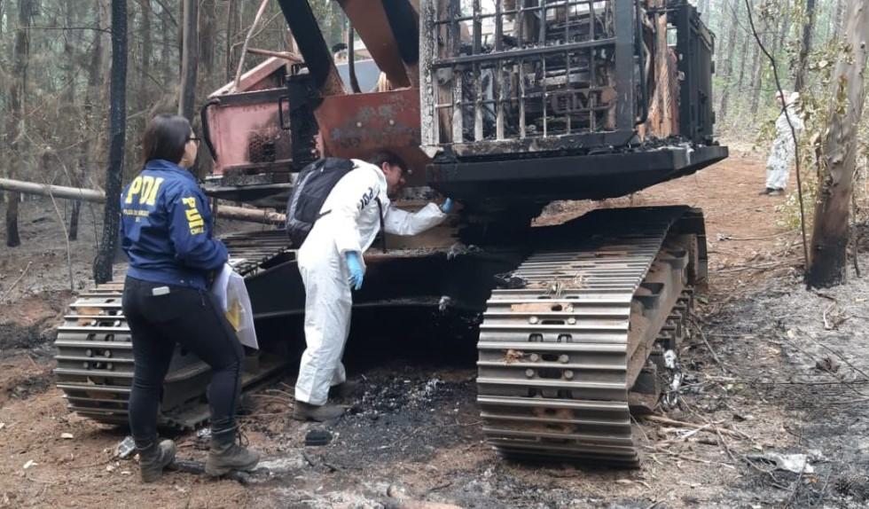 Ataque Incendiario Deja Dos Máquinas Forestales Incendiadas en Ruta Cholchol-Temuco