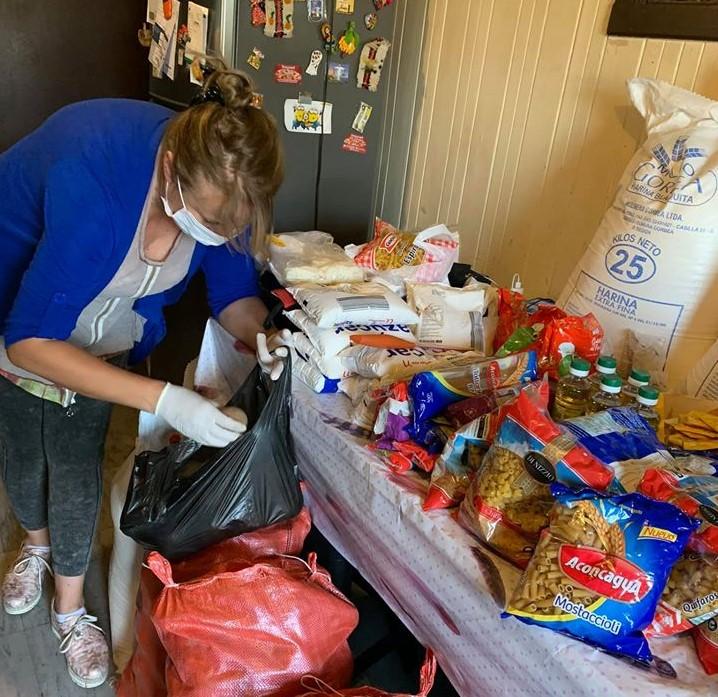 Jacqueline Romero Entrega Cajas de Alimentos a Familias en Pitrufquén