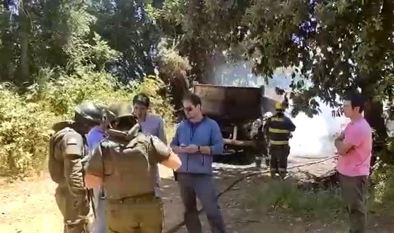 Desconocidos Queman Camión Municipal en Camino Collipulli-Curaco